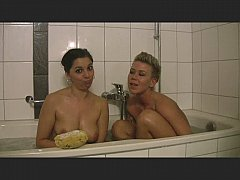 Two hottys in the bathtub PART 1of3 - german - csm