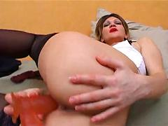 Red Lipstick Woman Plays With Dildos In Pussy
